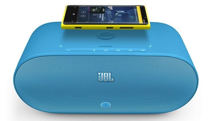 700-jbl-powerup-wireless-charging-speaker-for-nokia-with-nokia-lumia-920