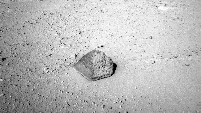Curiosity discovers pyramid-shaped rock on Mars