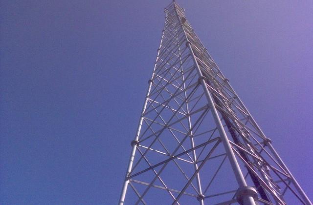 FCC approves auction to reclaim broadcast TV spectrum