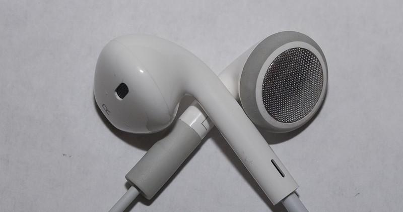iPhone 5 gets revamped earphones in new video