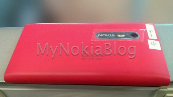 Nokia N9 with slide-out keyboard leaked and cancelled
