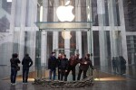 Apple's 5th Avenue flagship store prepares for Hurricane Sandy
