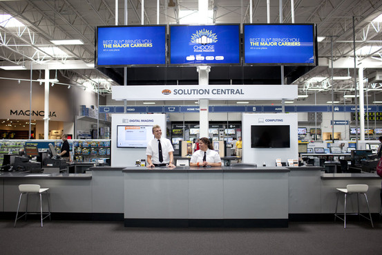 """Best Buy battles """"showrooming"""" with internet price-matching"""