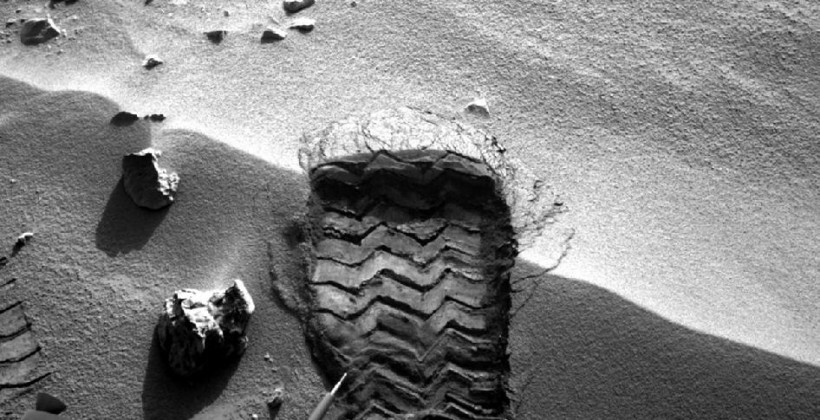 Why does NASA's Curiosity want Mars dirt anyway?