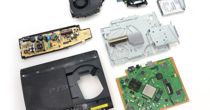 Super Slim PS3 torn apart by iFixit