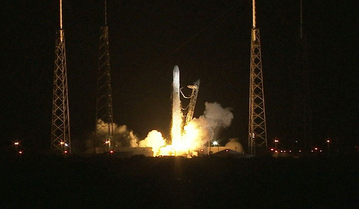 SpaceX CRS-1 Dragon launches successfully despite rocket blow-out