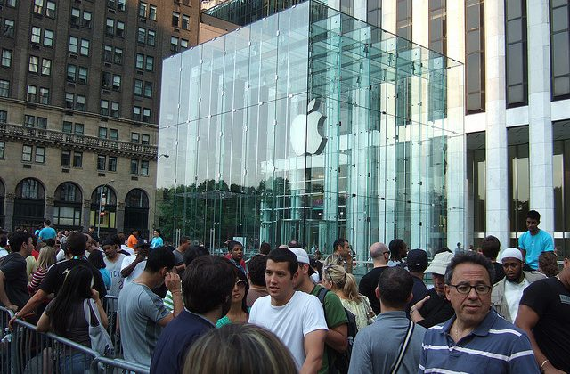 iPad mini launch sees shorter lines than usual