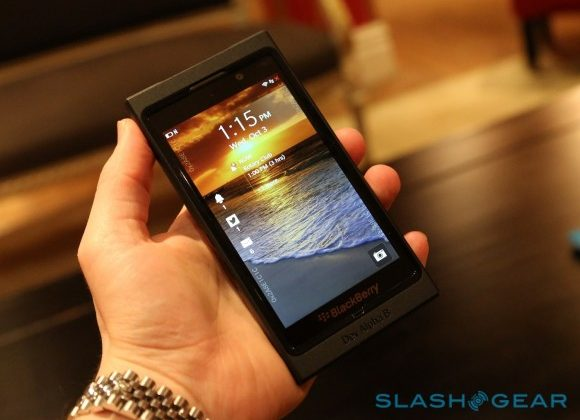 BlackBerry OS 10 shown off in 10 minute video tour