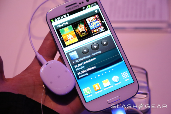 Samsung S Pebble music player arrives in the US