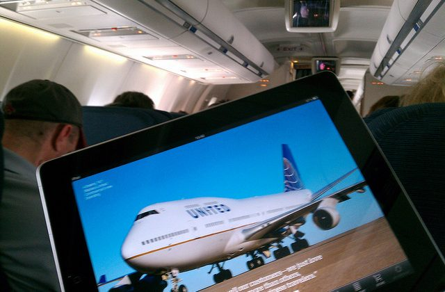 FCC tells FAA to relax on strict gadget rules during flights