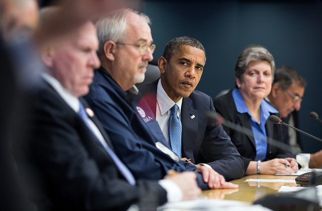 President Obama signs bill to extend warrantless phone tapping until 2017