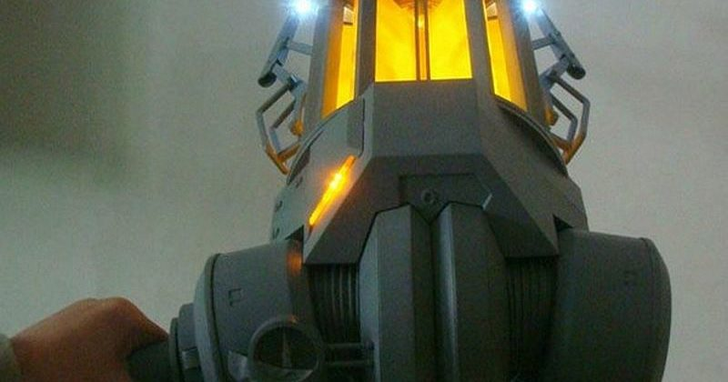 Half-Life Gravity Gun replica going on sale in spring 2013