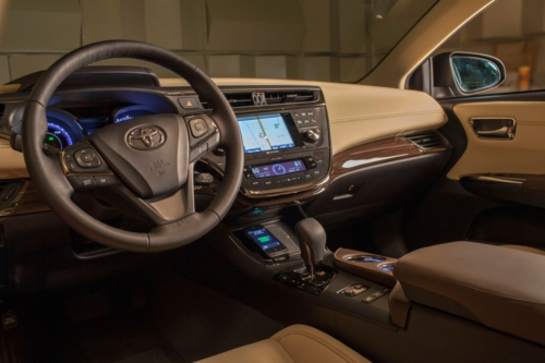 2013 Toyota Avalon Limited to be the first vehicle with in-car Qi wireless charging