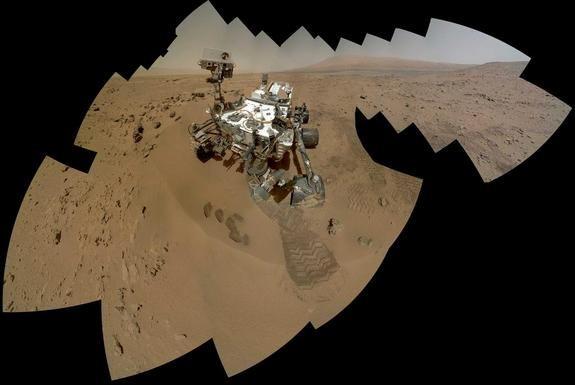 Curiosity plays peekaboo: New self-shot before 9-month mountain climb
