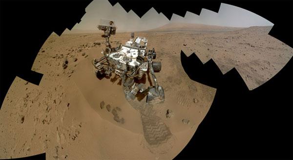 Curiosity Rover shoots a self-portrait