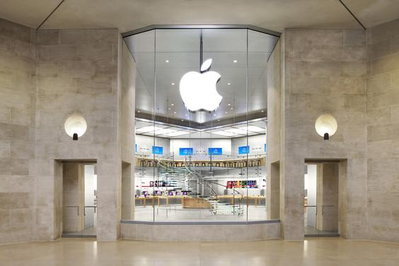 Paris Apple store robbed at gunpoint on New Year's Eve