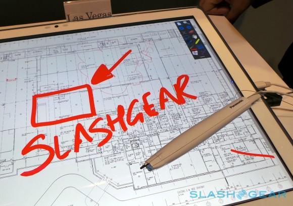 panasonic_20-inch_4k_tablet_hands-on_sg_13