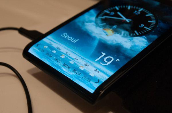 Samsung demos curved phone concepts (plus what's likely the Galaxy S4 display)