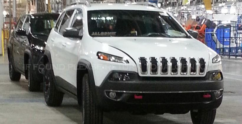 2014 Jeep Cherokee leaks, squints back at us