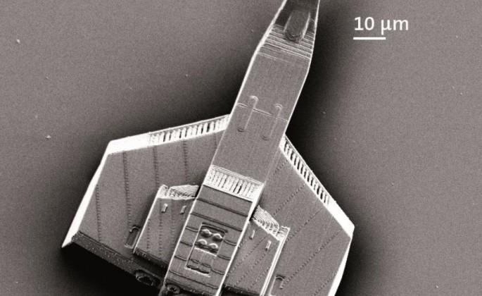 Laser 3D-prints tiny spaceship the width of a human hair