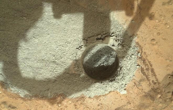 Curiosity rover bores into Mars for the first time