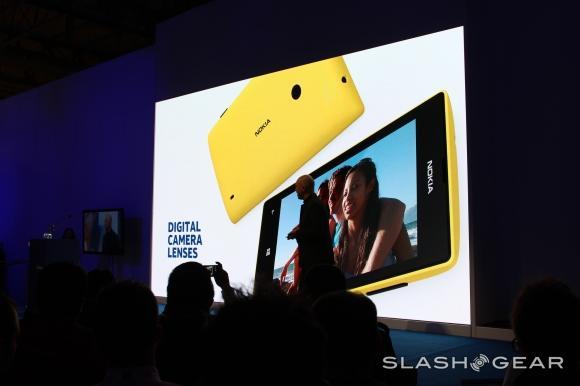 Nokia Lumia 720 official: high-end for non-LTE
