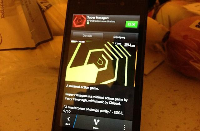 Super Hexagon makes its way to BlackBerry 10