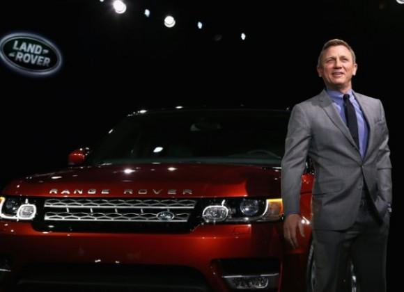 James Bond delivers the new 2014 Range Rover Sport 2