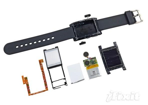 Pebble smartwatch gets torn down, not much to it