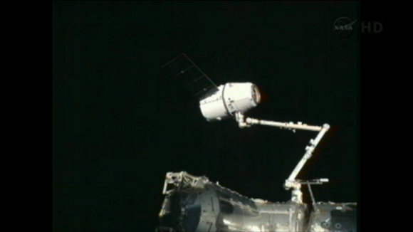 space_x_dragon_2_capture_iss_2