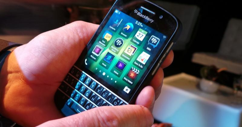 BlackBerry R10 budget QWERTY and Q10 top-tier smartphones close at hand