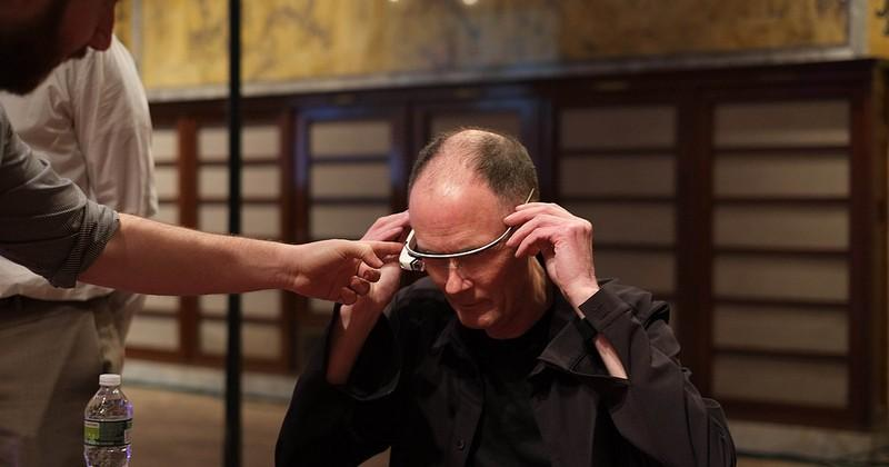 Gibson meets Glass: Cyberpunk creator dons Google's wearable