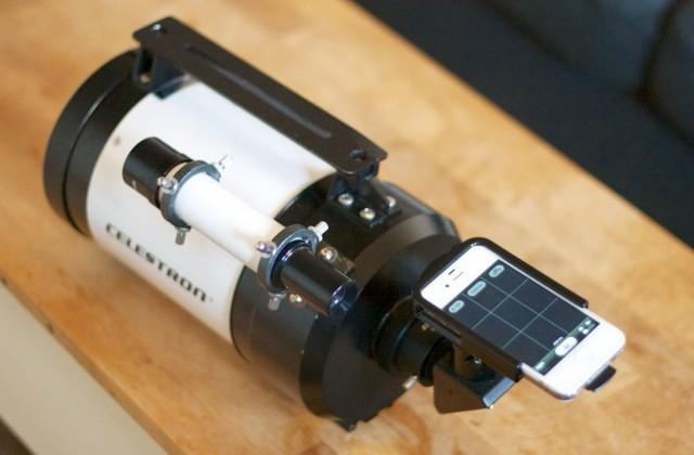 iPhone takes HD moon photos with custom telescope setup