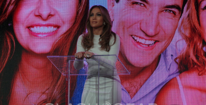 Verizon invites Jennifer Lopez on stage for Viva Movil team-up
