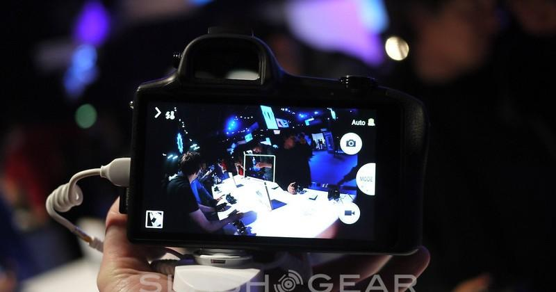Samsung GALAXY NX hands-on: mirrorless Android for the NX lens family