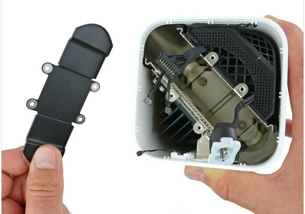 AirPort Extreme teardown reveals empty hard drive slot without connectors