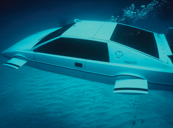 007_lotus_esprit_submarine_2