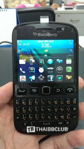 BlackBerry_9720_leak_2