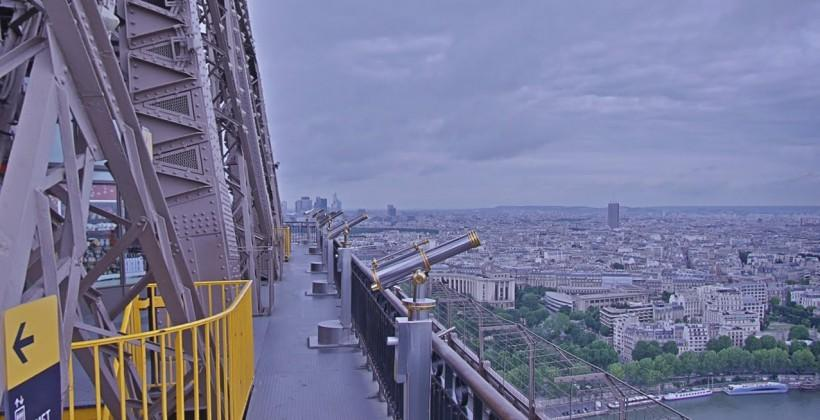 Google Street View visits Eiffel Tower, provides birds-eye view of Paris