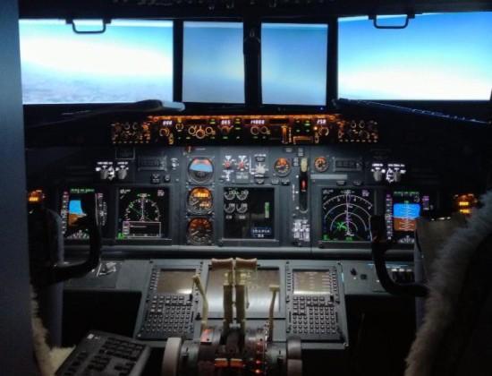 Boeing 737 cockpit simulator built by dad in kids' bedroom