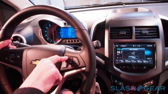 GM reportedly adding wireless charging to select 2014 vehicles