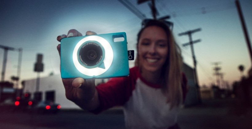 theQ social sharing camera packs 3G for instant uploads