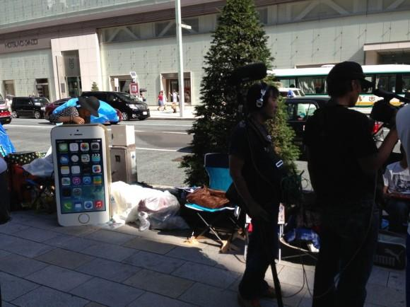 japanese-iphone-buyer-apple-store1
