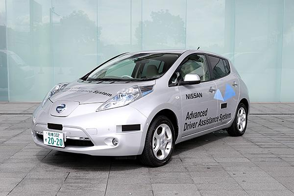 Nissan self-driving Leaf first to ride on Japanese roads