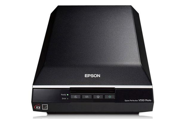Epson V550 color photos scanner scans printed photos directly to Facebook