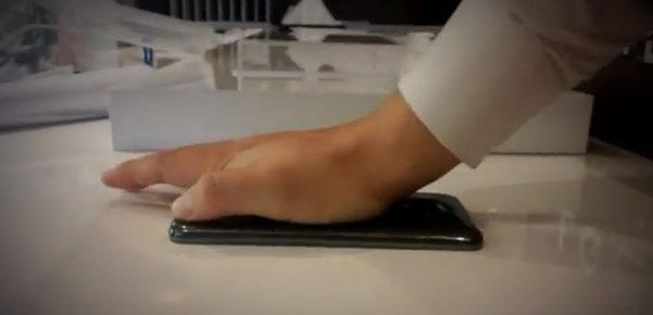 LG G Flex smartphone gets smashed on video