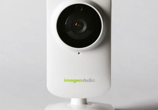 +Cam Pro wireless camera monitors people or places from your smartphone