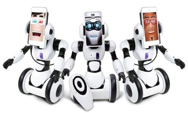 Wowwee RoboMe turns iPhone into a robot