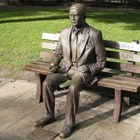 Alan Turing, computer pioneer, receives royal pardon