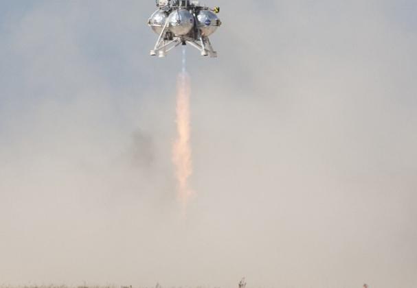 NASA Morpheus lander sees first successful test flight
